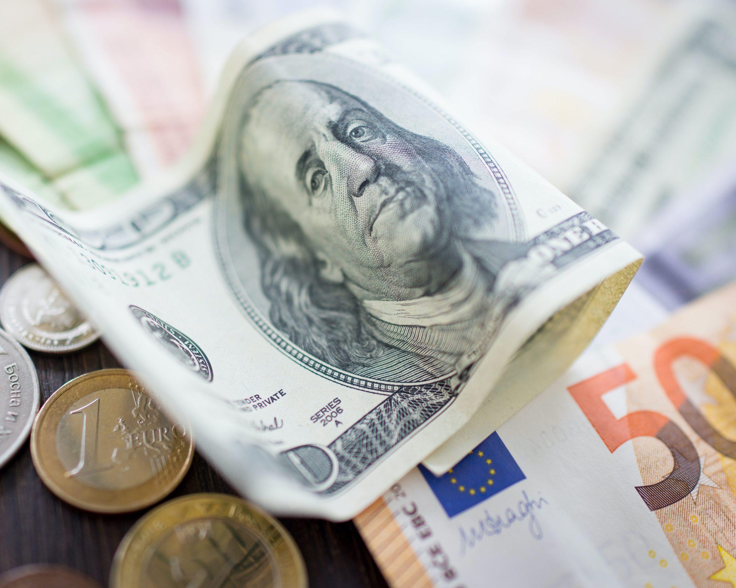 29/07 – Dollar tracks lower but Covid risks remain